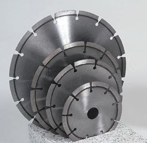 Diamond disc for hand machines and cut off machines